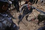 Nuova scossa di terremoto in Nepal, decine di vittime