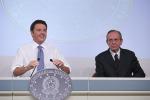 """Renzi: """"Nel 2015 tasse ridotte per 21 miliardi, non ci saranno aumenti e neanche tagli"""""""