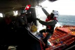 Salvataggio con mare forza 6, l'impresa di un elicottero della guardia costiera - Video