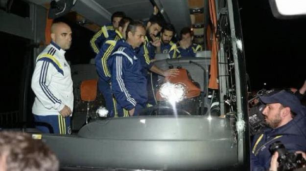 arresti, Calcio, pullman, spari, squadra, Sicilia, Mondo