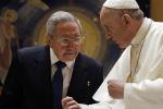 Raul Castro accolto da Papa Francesco in Vaticano - Le foto