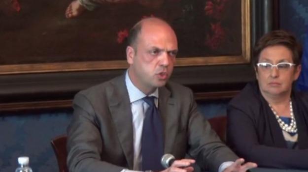 immigrazione, Angelino Alfano, Sicilia, Politica