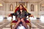 Calze a rete e abiti di seta: dopo il flop in tv, Anna Tatangelo torna (seducente) alla sua musica - Foto