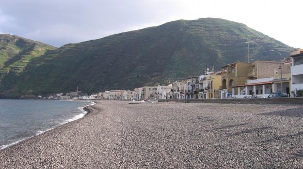 cane, eolie, lipari, Messina, Cronaca