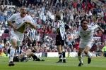 L'attaccante ucraino Andrij Shevchenko ed il compagno di squadra Filippo Inzaghi (d) festeggiano il goal, poi annullato, durante la finale di Champions League tra Juventus e Milan, allo stadio Old Trafford di Manchester