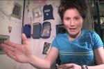 Come si fa la doccia nello spazio? Samantha Cristoforetti lo spiega in un video