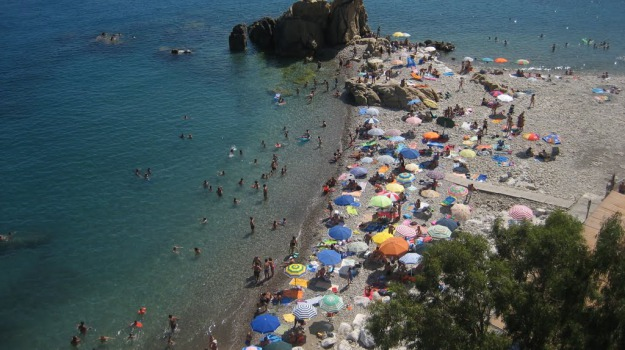 estate, spiagge, Sicilia, Economia