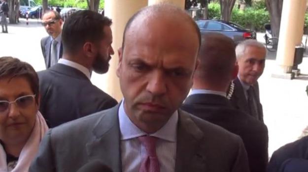 alfano, immigrazione, rimpatri, Sicilia, Politica