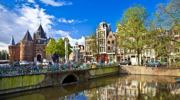 Amsterdam, auto, feriti, Sicilia, Mondo