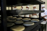 Bolivia, sciopero dei forni: i militari diventano panettieri