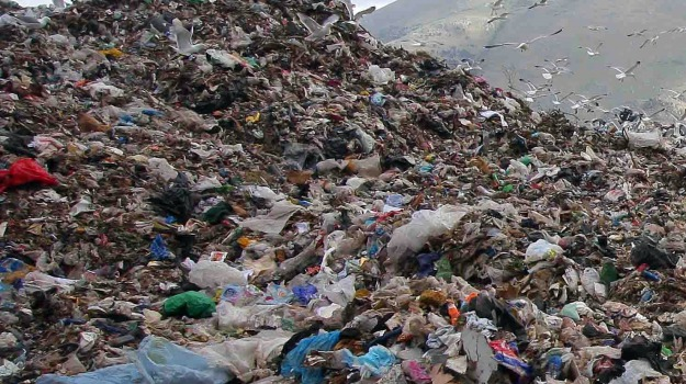 Piano rifiuti Sicilia, Alberto Pierobon, Nellu Musumeci, Sicilia, Politica