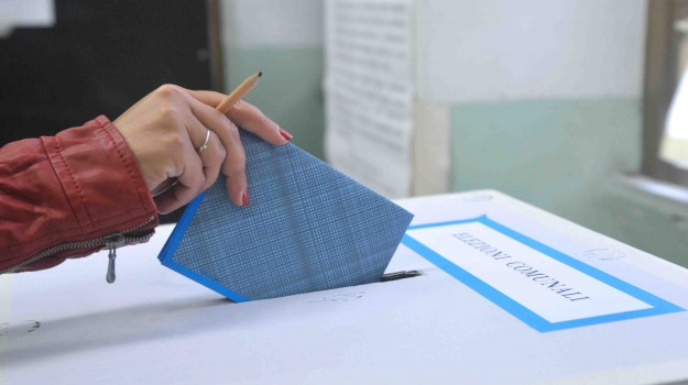 affluenza alle urne, amministrative, Sicilia, Politica