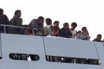 Nel video le immagini dello sbarco a Lampedusa