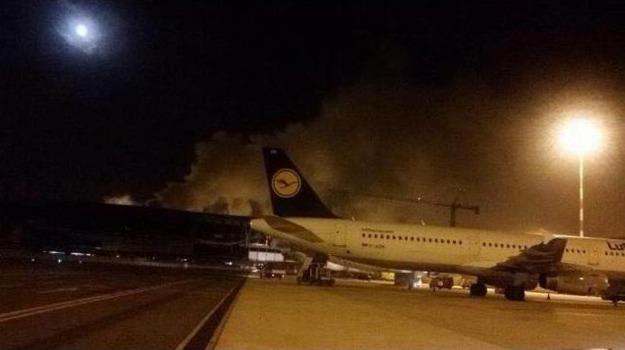 Aeroporto, fiumicino, incendio, partenze, Terminal 3, voli, Sicilia, Cronaca