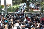 Bruciata viva una ragazzina dopo mesi di stupro in India, 4 arresti