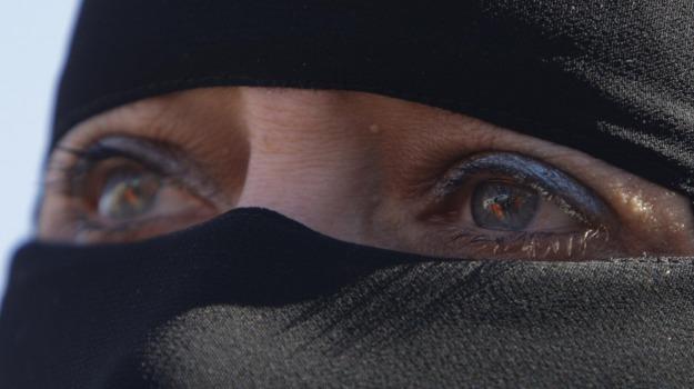Isis, jihadisti, schiave del sesso, terrorismo, Sicilia, L'Isis, lo scettro del Califfo