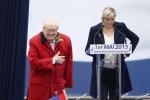 Scontro in casa Le Pen, Marine sospende il padre e lui la ripudia