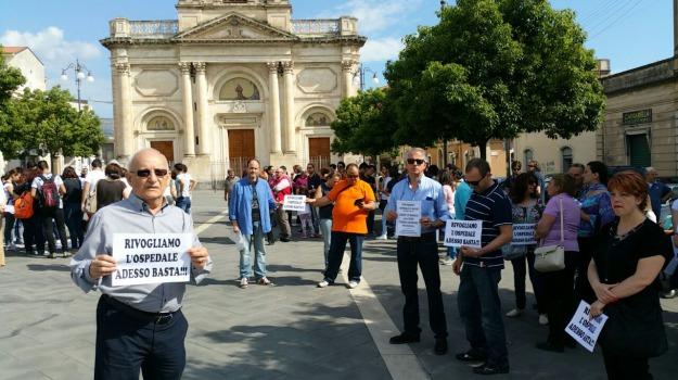 avvisi di garanzia, Giarre, ospedale, protesta, Catania, Cronaca