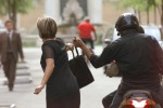 Deruba una turista in via Cavour, colto sul fatto: arrestato scippatore