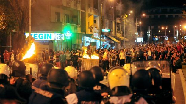 gruppo armato, Macedonia, polizia, scontri, Sicilia, Mondo