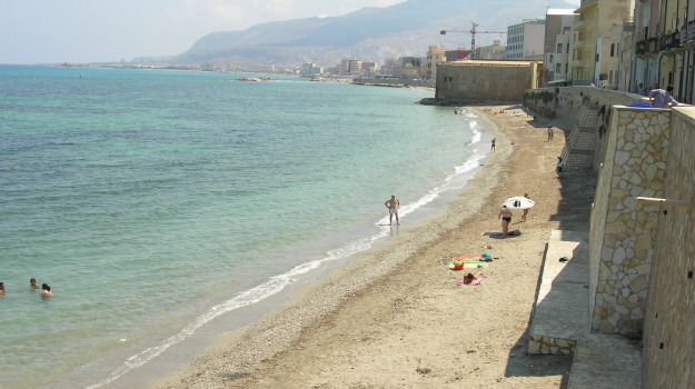 pulizia nelle spiagge, trapani, Trapani, Cronaca