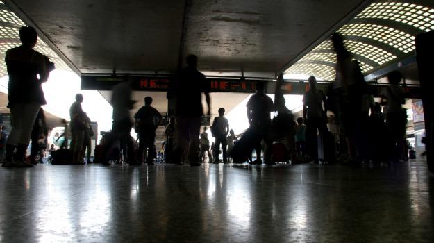 arresti, indagini, polizia, prostituzione minorile, stazione, Sicilia, Cronaca