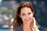 Buon compleanno Angelina Jolie, 40 anni vissuti di corsa