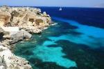 Favignana, nave turistica rischia di affondare: salvate 15 persone
