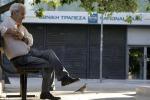 La Grecia è a un passo dal baratro, i timori del mercato e il crollo delle borse
