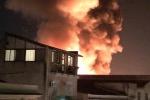 In fiamme un deposito nel quartiere Santa Maria di Gesù a Palermo: tutte le foto