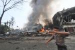 Aereo militare precipita in Indonesia: tutte le foto dell'incidente