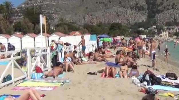 arresto, furto, ladro, mondello, polizia, spiaggia, Palermo, Cronaca