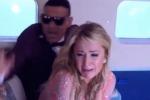 """""""L'aereo sta precipitando"""", Paris Hilton vittima di uno scherzo"""