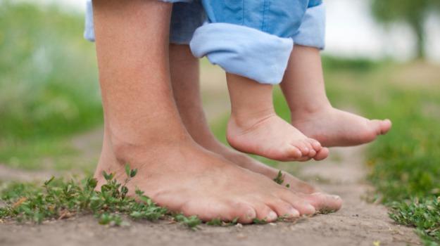 benefici, piedi nudi, Sicilia, Società