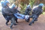 Sgombero dei profughi a Ventimiglia, momenti di tensione: tutte le foto