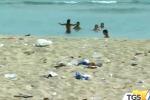 Rifiuti e rami secchi nelle spiagge di Palermo