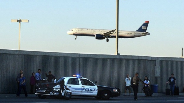 Aeroporto, auto, feriti, Los Angeles, terminal, USA, Sicilia, Mondo