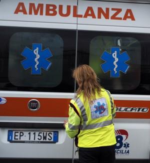 Incidente sulla statale fra Racalmuto e Grotte, moto si schianta contro recinzione: gravi due giovani