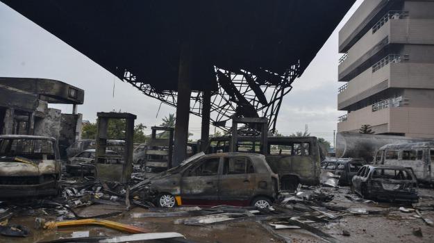 esplosione, stazione servizio ghana, Sicilia, Mondo