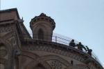 Maltempo, un fulmine si è abbattuto sul Duomo di Monreale: paura tra la gente - Video
