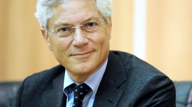 antitrust, bufale web, financial times, m5s, Beppe Grillo, Giovanni Pitruzzella, Sicilia, Politica