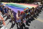 Colori e musica, l'orgoglio gay invade le strade di Catania