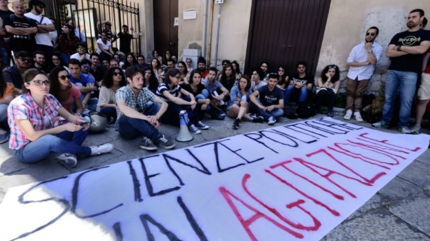 Palermo, Piazza Marina, protesta, scienze politiche, studenti, università, Palermo, Cronaca