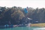 Il volo di 30 metri e il tuffo in acqua: il video che fa impazzire il web