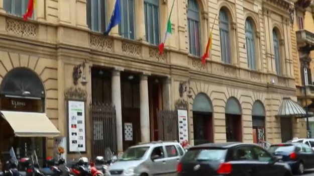 Palermo, teatro biondo, Palermo, Economia
