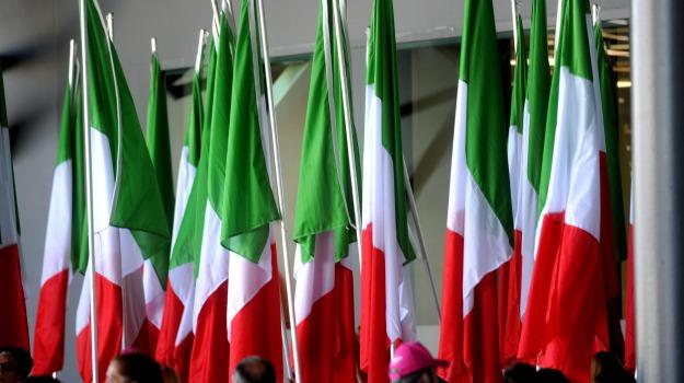 bandiera italiana, bandiere italiane bruciate, libia, Sicilia, Mondo