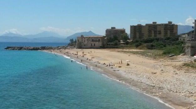 Alga tossica a Palermo, alga tossica barcarello, alga tossica vergine maria, divieti balneazione vergine maria, Palermo, Cronaca