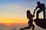 """Un amore """"in bilico"""": le foto dei due fidanzati in equilibrio su Rio De Janeiro"""