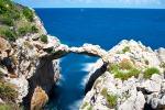Record di turisti all'Arco Azzurro ma è polemica sul ticket da pagare