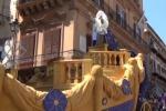Festino, il carro della Santuzza per il centro di Palermo: rito e tradizione in corteo - Video